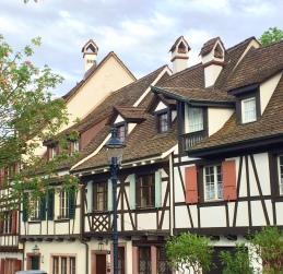 Tipiche case tra i vicoli del centro
