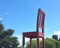 La sedia rotta
