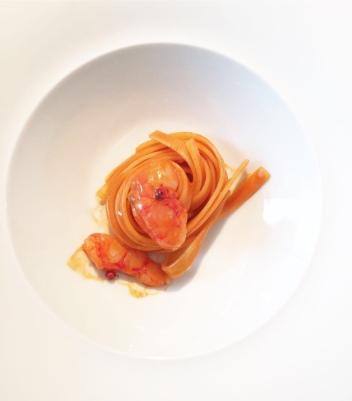 Fettuccine con estratto di gambero rosso e pepe rosa