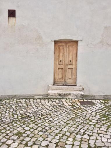 Una porta essenziale ed elegante