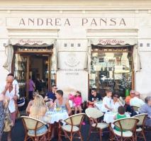 La famosa pasticceria Andrea Pansa ad Amalfi