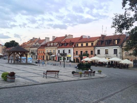 Le case eleganti sulla piazza