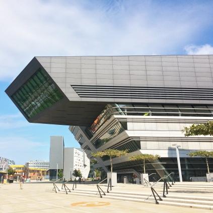 La biblioteca del campus universitario