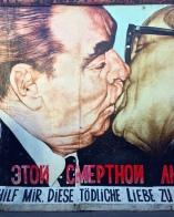 Il Bacio più famoso della storia nell'East Side Gallery